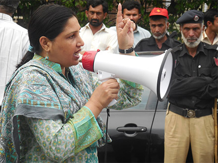 A grantee from Pakistan leads a protest.